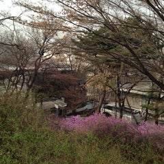 Photo taken at 연세대학교 학생회관 (Yonsei University Student Union) by Seunghyun L. on 3/31/2014
