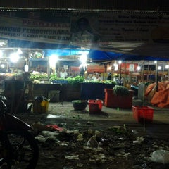 Photo taken at Pasar Flamboyan by Tuan C. on 6/27/2013