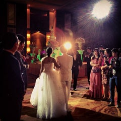 Photo taken at The Grand FourWings Convention Hotel (โรมแรมเดอะแกรนด์โฟร์วิงส์) by ミ●﹏●ミ❀❀❀ N. on 5/18/2013