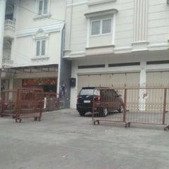 Photo taken at Jalan Arief Rate by selvyyoris R. on 9/17/2012