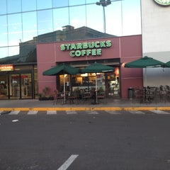 Photo taken at Starbucks by Rodrigo T. on 12/17/2012