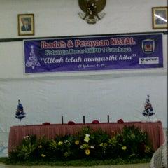 Photo taken at SMP Negeri 1 Surabaya by Rustina Ernawati P. on 1/19/2013