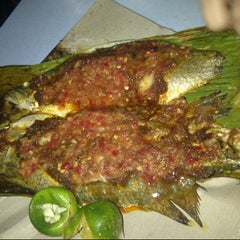 Photo taken at Tip-Top Ikan Bakar by annas on 4/3/2013