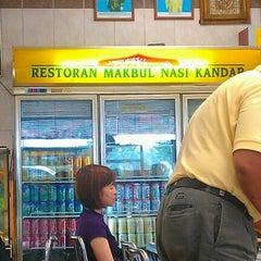 Photo taken at Nasi Kandar Makbul by Ralf K. on 11/4/2012