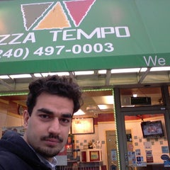 Photo taken at Pizza Tempo by abdullah m. on 4/28/2013