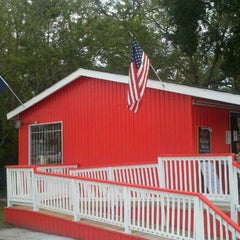 Photo taken at Little Bitty Burger Barn by Ricardo L. on 12/9/2011