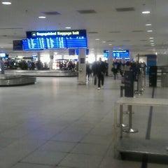 Photo taken at Bagageudlevering / Baggage Reclaim by Simon L. on 3/22/2012