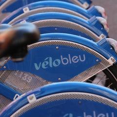 Photo taken at Vélo Bleu (Station No. 28) by FR2DAY on 7/18/2011