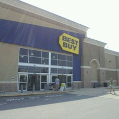 Photo taken at Best Buy by William H. on 7/9/2011