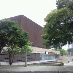 Photo taken at Plaza Mayor - Convenciones y Exposiciones by Edwin S. on 10/14/2011