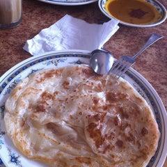 Photo taken at Restoran Ismail by Syahrain H. on 1/23/2011