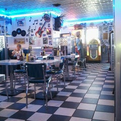 Photo taken at Hot Rods 50's Diner Inc by Donovan T. on 10/8/2011