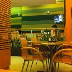 Photo taken at Super Salads by Eddie R. on 2/16/2012