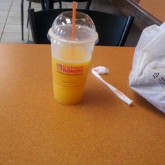 Photo taken at Dunkin' Donuts by Reinaldo D. on 7/28/2012