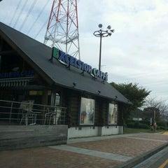 Photo taken at エクセルシオールカフェ 基山パーキングエリア下り店 by Akira on 10/23/2011