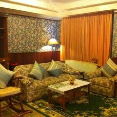 Photo taken at Kosit Hill Hotel (โรงแรมโฆษิตฮิลล์) by Panithan C. on 6/28/2012