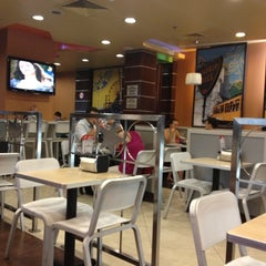 Photo taken at Hardee's by ЖЕНИС on 7/24/2012