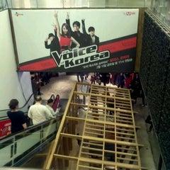 Photo taken at CJ제일제당센터 (CJ Cheiljedang Center) by Jabum P. on 3/1/2012