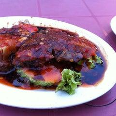 Photo taken at Tat Nasi Ayam by Pajill N. on 7/27/2012
