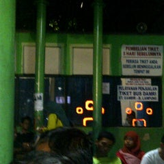 Photo taken at Bus DAMRI Bandara Soekarno-Hatta - Stasiun Gambir by Catur W. on 7/27/2012