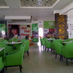 Photo taken at Book cafe Phương Nam by Wish on 4/15/2012