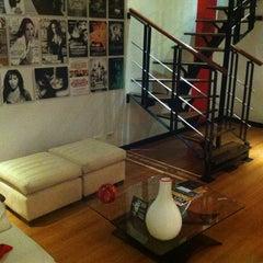 Foto tomada en Celebrities Suites & Apartments por Mercedes Diane G. el 9/14/2013
