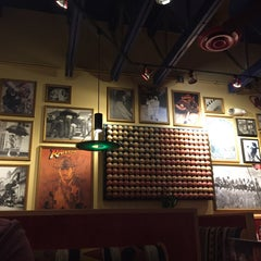 Photo taken at Red Robin Gourmet Burgers by Yassir on 4/26/2015