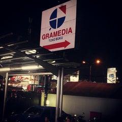 Photo taken at Gramedia by Hasanudin S. on 9/15/2012
