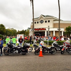 Photo taken at Jim's Harley-Davidson of St. Petersburg by Michael on 12/7/2014