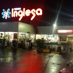 Photo taken at Tienda Inglesa by Rodrigo B. on 4/14/2015