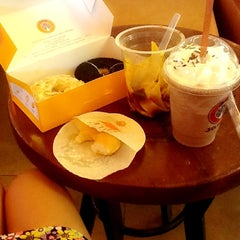 Photo taken at J.Co Donuts & Coffee by Carolina K. on 10/9/2013