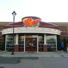 Photo taken at Red Robin Gourmet Burgers by DC B. on 4/12/2013