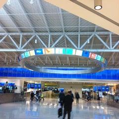 Photo taken at Terminal 5 by HéctorJosé on 11/7/2012
