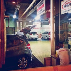 Photo taken at Honda Mugen - Pasar Minggu by Haritso on 9/30/2014