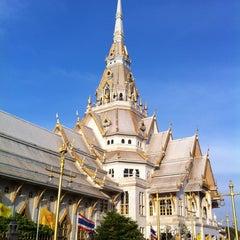 Photo taken at วัดโสธรวรารามวรวิหาร (Wat Sothon Wararam Worawihan) by DRair W. on 5/1/2013