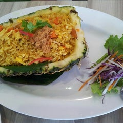 Photo taken at Restaurant Soi Thai by Elsie C. on 8/31/2013