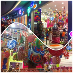 Photo taken at Candylicious كانديليشس by KHALED on 10/27/2012