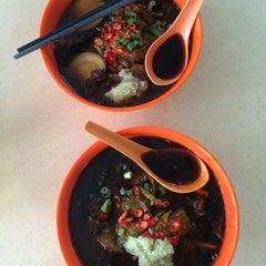 Photo taken at Hougang 105 Hainanese Village Centre (Lorong Ah Soo Food Centre) by Jonathan L. on 7/12/2014