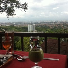 Photo taken at The Valley Bistro Cafe & Resort Hotel by Mikha on 1/24/2013