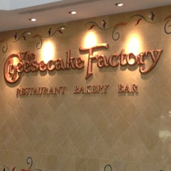 Photo taken at The Cheesecake Factory by 겸겸겸 on 4/4/2013