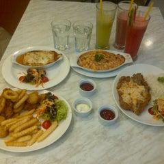 Photo taken at Vivo American Pizza & Panini by syuk n. on 9/15/2012