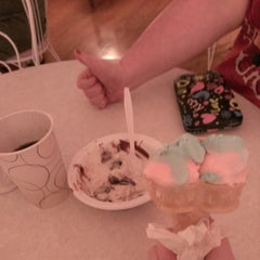 Photo taken at Muller's Old Fashioned Ice Cream Parlor by Ryan C. on 6/27/2014