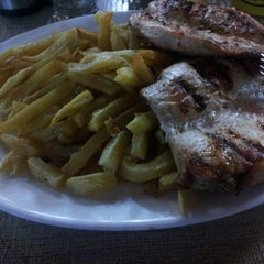 Photo taken at Restaurant La Motoneta by Cristofer A. on 4/28/2013