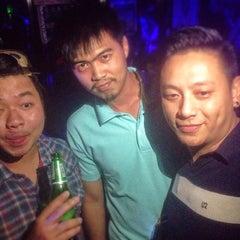 Photo taken at Bon Bon Pub by ตี๋ต้น on 6/28/2015