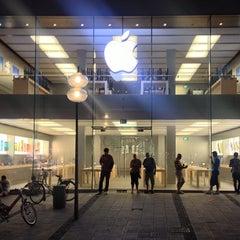 Das Foto wurde bei Apple Store von Pavlo V. am 6/16/2013 aufgenommen