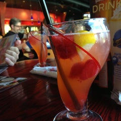 Photo taken at Red Robin Gourmet Burgers by Ken on 5/3/2013