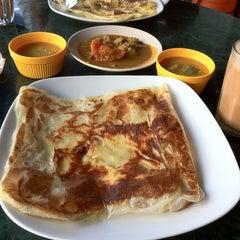 Photo taken at Original Kayu Nasi Kandar Restaurant by Sofya Y. on 2/18/2013