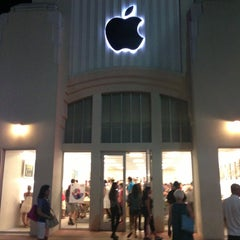 Photo taken at Apple Store, Lincoln Road by Silvinho on 7/29/2013