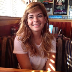 Photo taken at Red Robin Gourmet Burgers by Dan Z. on 8/27/2014