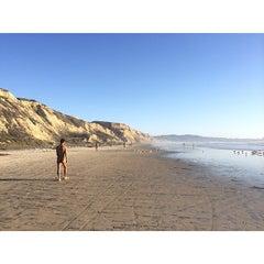 Photo taken at Black's Beach by Poyao H. on 5/5/2014